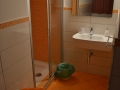 Bed and Breakfast in der Innenstadt von Zafferana, Green room: bathroom.